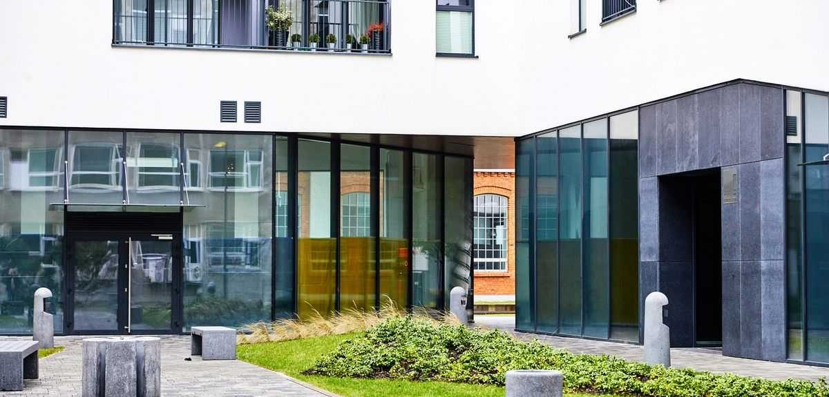 A photo of an apartment building with Amberline windows, taken from a courtyard